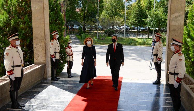 Bashkëpunimi në Mbrojtje midis Maqedonisë e Veriut dhe Sllovenisë po merr intensitet të ri si aleatë të NATO-s