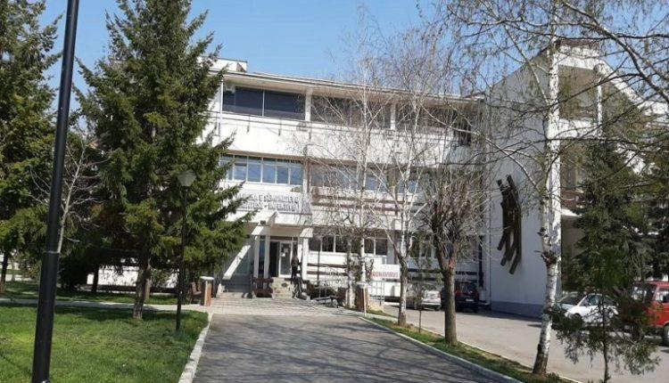 Sulmohet një mjek në Toksikologji në Shkup, kërkon ndihmë në Urgjencë