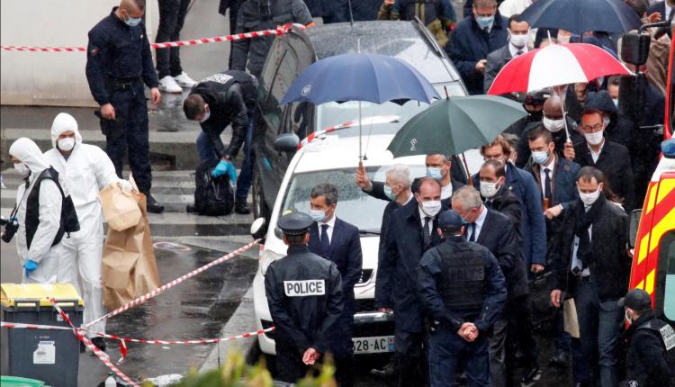 Theren me thikë dy gazetarë në afërsi të zyrave të Charlie Hebdo