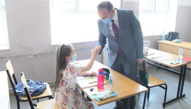 """Katër mësimdhënës në shkollën """"Faik Konica"""" rezultojnë pozitiv me COVID-19"""