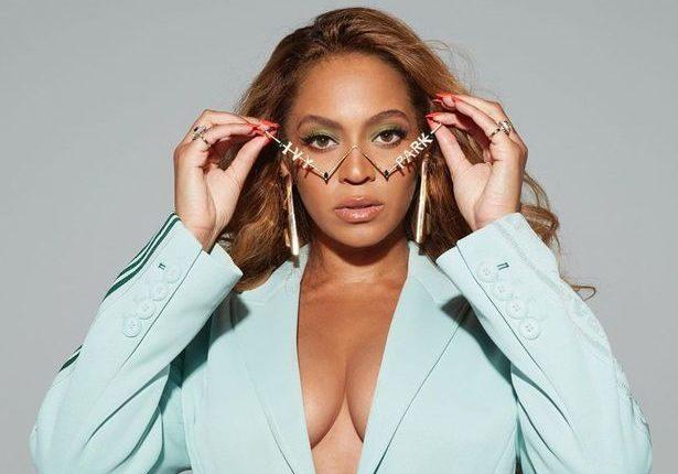 Beyonce komentohet nga miliona ndjekës për pozat tërheqëse në bikine