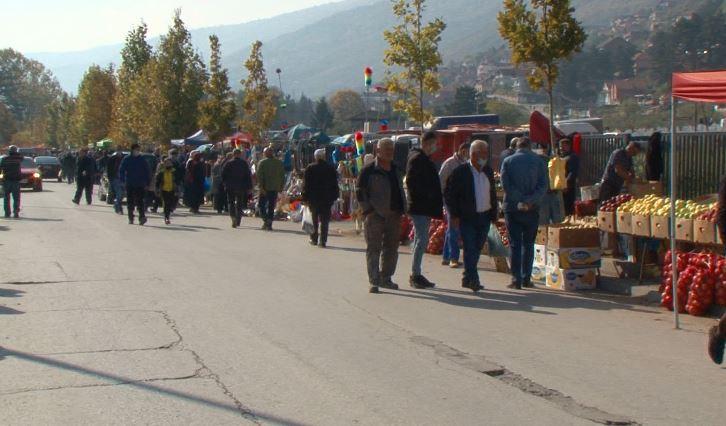 Tregjet e Tetovës përplot me njerëz që nuk i respektojnë rekomandimet shëndetësore