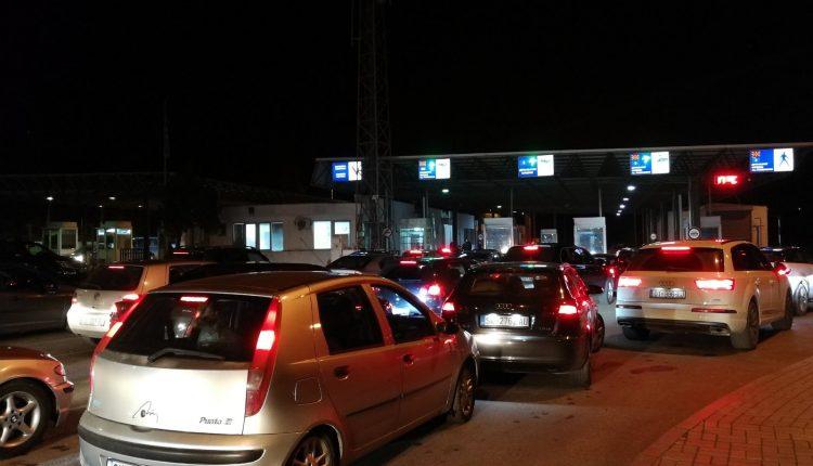 Pritje të gjata në kufirin Serbi-Maqedoni! Mërgimtarët ankohen: Kjo është e tepërt
