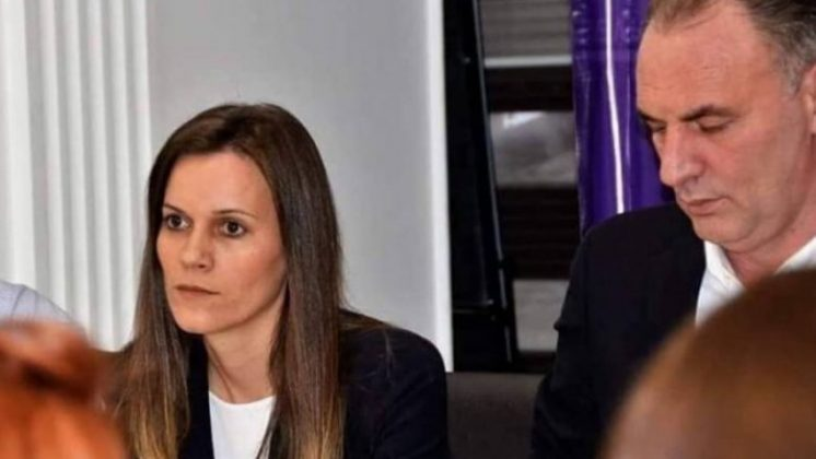 Kosovë/ Dyshime se babai i këshilltares së zv/kryeministres i përfshirë në vjedhjen e mbi 2 mln eurove, Gashi shkarkohet nga detyra