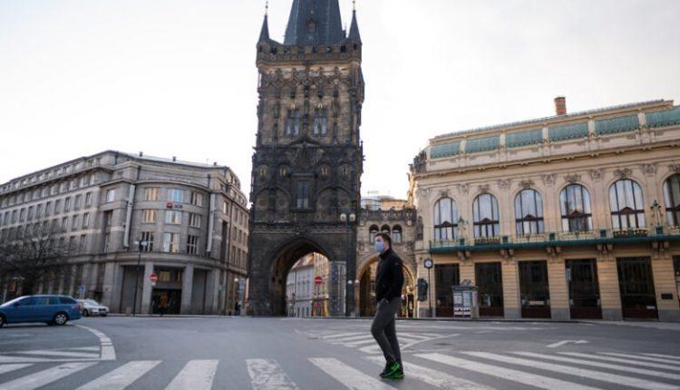 Çekia vendos orën policore për të parandaluar përhapjen e Covid-19