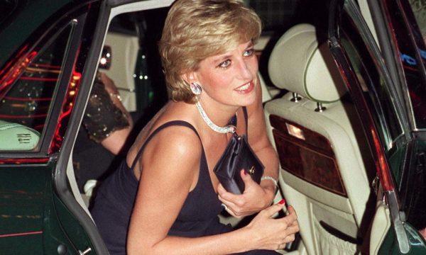 Të papublikuara më parë, dalin fotot e Princeshës Diana me bikini (FOTO)