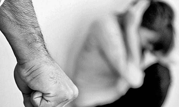 Rrahu gruan shtatzënë, policia arreston 21 vjeçarin