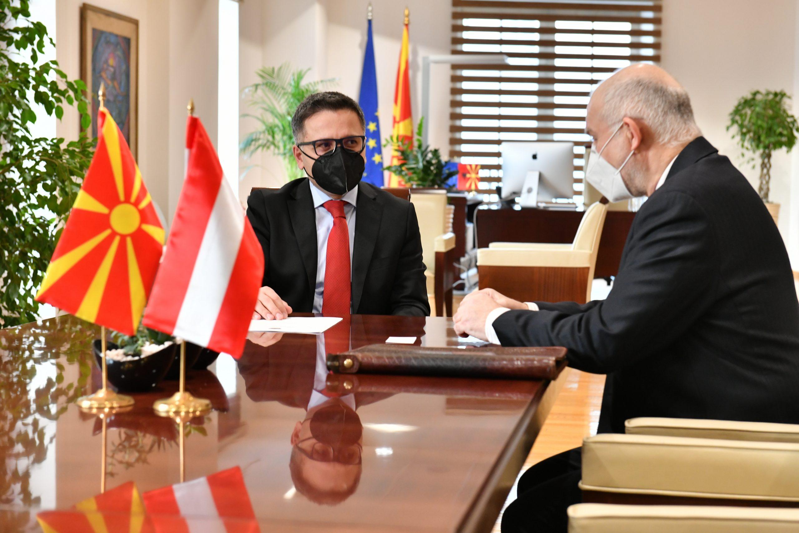 Takim i Ministrit të financave, Besimi me ambasadorin austriak