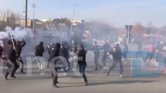Tifozët maqedonas përleshen në Shtip, publikohen pamjet (VIDEO)