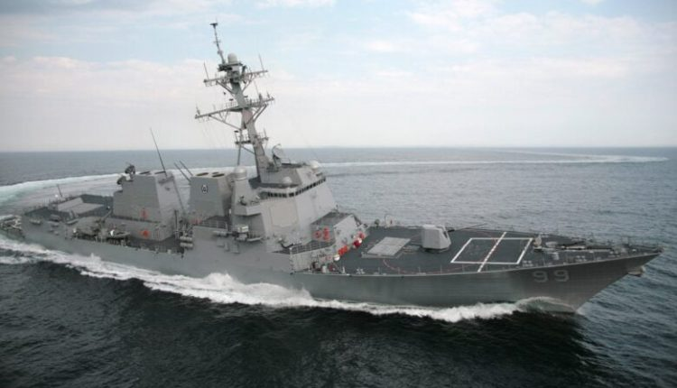 Moska thotë se ka detyruar largimin e një anije ushtarake amerikane nga ujërat ruse