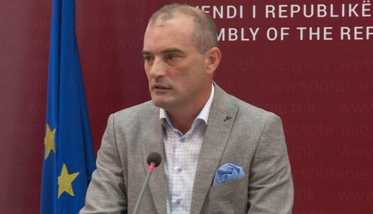 Snopçe: Kuvendi shpërfill gjuhën shqipe