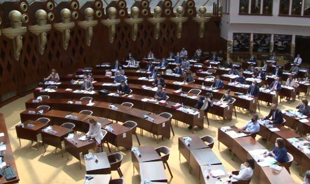 Opozita propozon mbi 2 mijë amendamente për ndryshimin e Rregullores