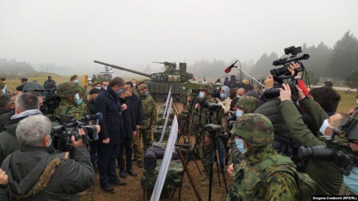 Rusia i dhuron tanke Serbisë, e falënderon Vuçiqi