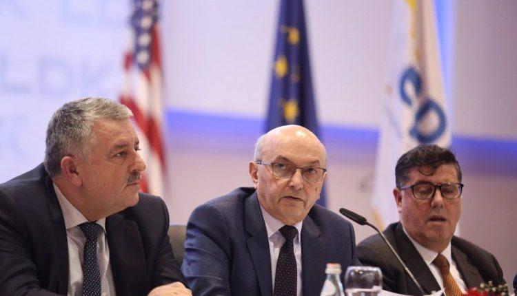 Isa Mustafa thirr mbledhje të Grupit Parlamentar