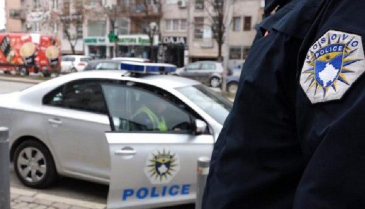 """""""Policët në Kosovë po i ndalojnë gratë më shumë për t'ua marrë numrat e telefonit, sesa për t'i dënuar"""""""