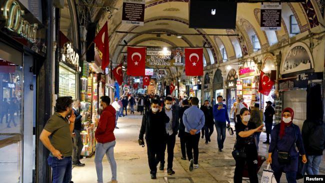 Turqia vendos orën policore kundër koronavirusit