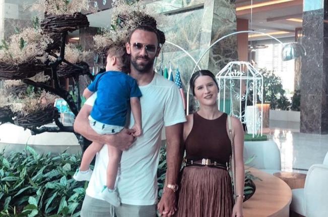 Vedat Muriqi befason gruan pas lindjes së vajzës