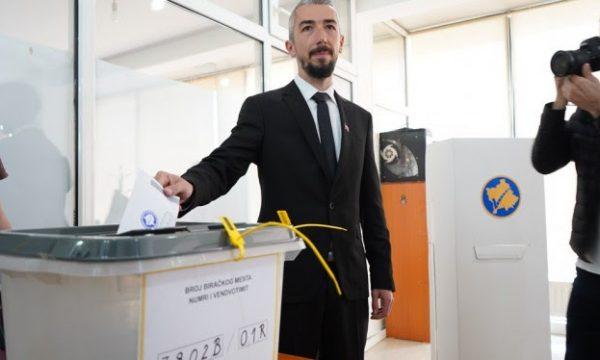 Voton kandidati i VV-së në Mitrovicë: Procesi ka shkuar mirë deri më tani