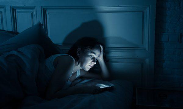 Probleme me pagjumësi? Ja çfarë duhet të bëni disa orë para gjumit