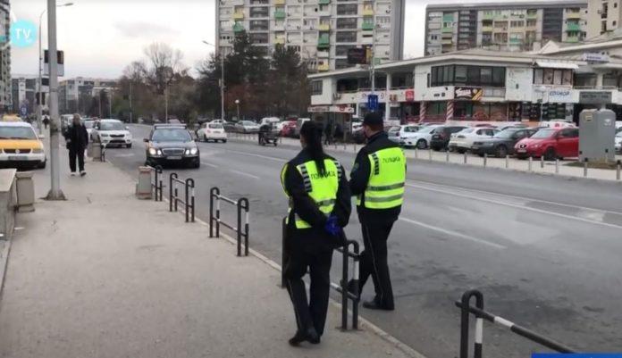 Policia kontrolle për gomat e dimrit! Qytetarët e pajisur u shpërblyen!