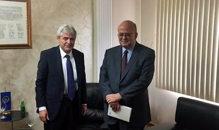 Kryetari i BDI-së Ali Ahmeti priti në takim lamtumirës ambasadorin e Greqisë, Dimitris Janakakis