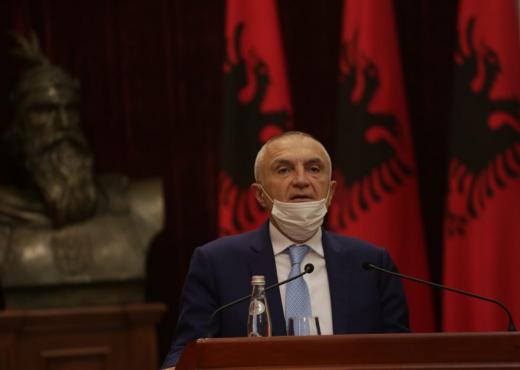 Presidenti i Shqipërisë kujton vëllezërit Gërvalla dhe Kadri Zekën: Tre flakadanët e lirisë së Kosovës