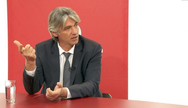 """""""Gjuha shqipe"""", Sela paralajmëron nismë për ndryshime kushtetuese"""