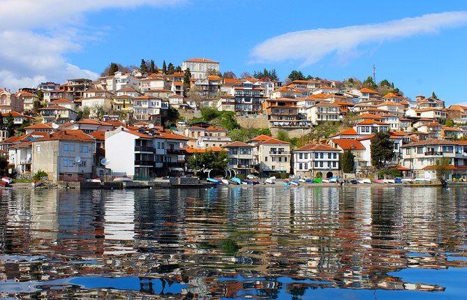 Ndjehet tërmet në Ohër, epiqendra në liqen