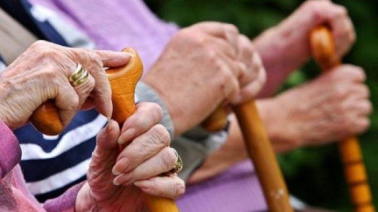 Pensionistët kërkojnë përparësi gjatë vaksinimit kundër Covid-19