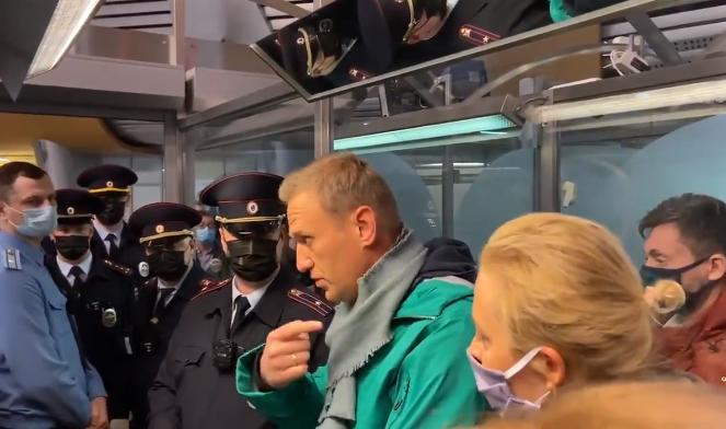 Lajmi i fundit: Navalny arrestohet me të zbritur në Rusi