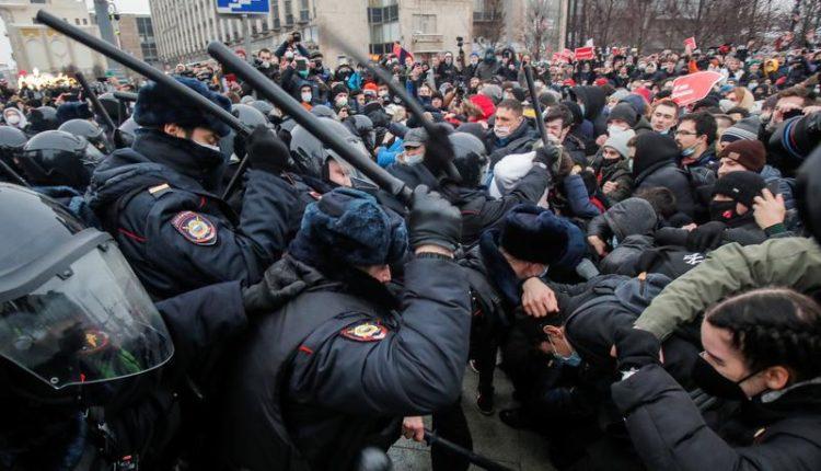 Policia ruse arreston mbi 3 mijë vetë në protestën kundër burgosjes së Navalny (VIDEO)