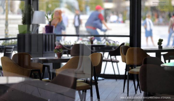 Qeveria me vendim: Nga dita e enjte kafenetë do të punojnë deri në ora 21:00