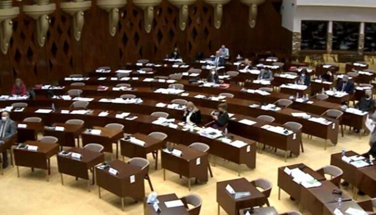Ligji i regjistrimit, vazhdon debati në Kuvend