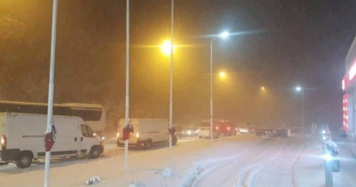 Me pak borë dhe ndodhën dy rrëshqitje nga rruga me gjithsej tetë të lënduar në Tetovë