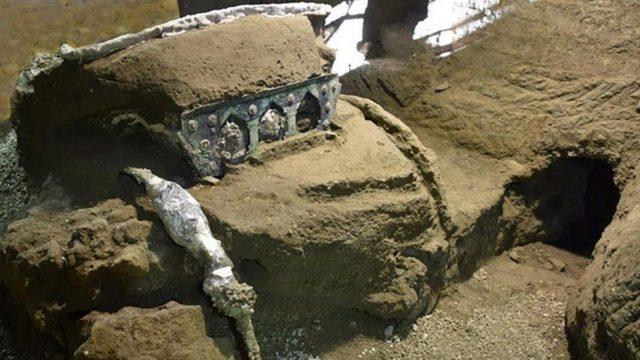 Pompei: Arkeologët zbulojnë një karrocë që përdorej për festa