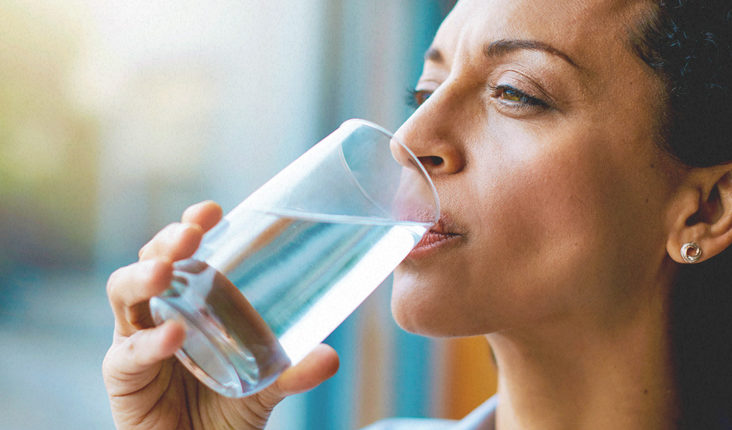 Ja si kuptohet mungesa e ujit në organizëm
