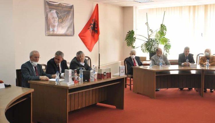 Mbahet tryezë shkencore për nder të Demaçit, të pranishëm ishin Ali Ahmeti dhe Albin Kurti