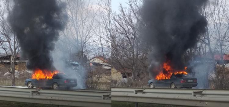 Digjet një veturë në autostradën Shkup-Veles