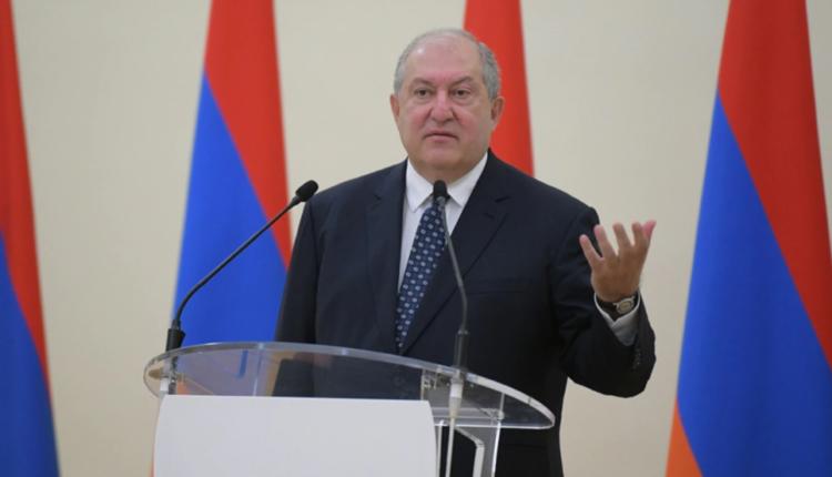 Presidenti armen refuzon ta shkarkojë shefin e ushtrisë