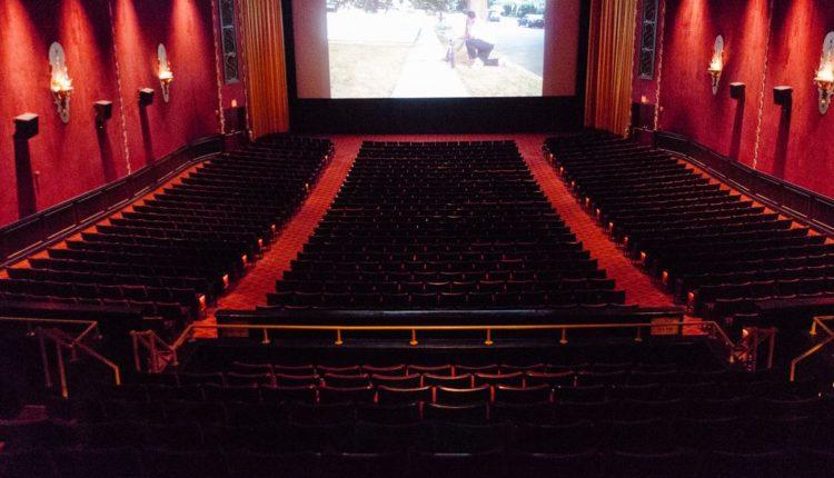 Nju Jorku do të hapë kinematë më 5 mars