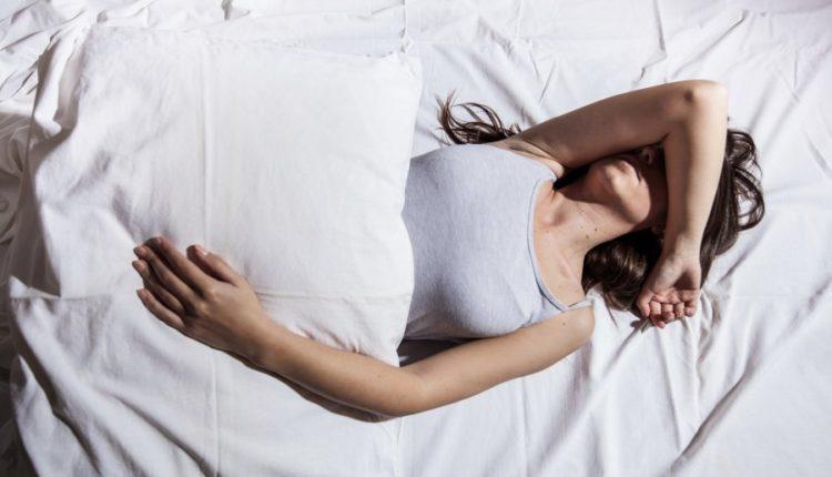 Pse njerëzit flasin në gjumë
