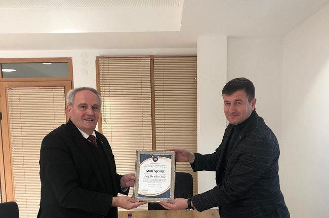 Ambasadori i Kosovës mirënjohje drejtorit të AZGJ-së, Ylber Sela