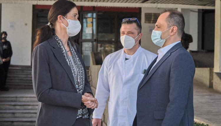 Ambasada e Gjermanisë dhuroi pajisje me vlerë prej 25.000 euro për Klinikën e Kardiologjisë