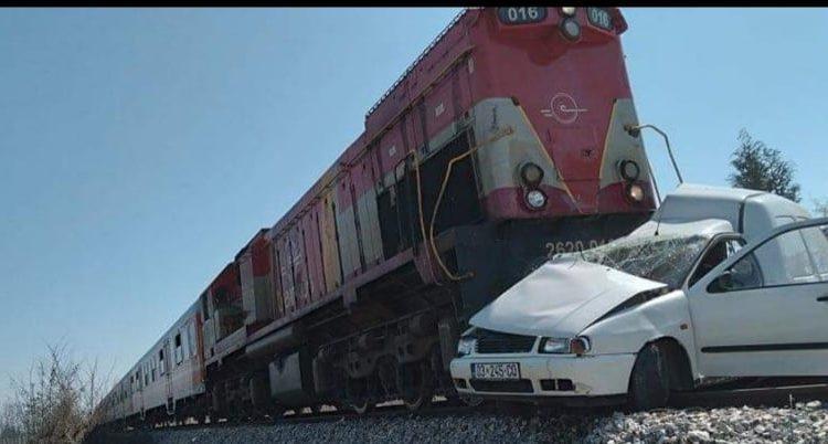 Pejë: Aksident mes trenit dhe veturës, lëndohet një person