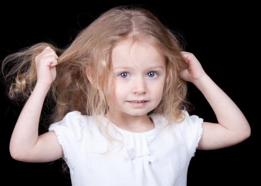 Përdredhja e flokëve te fëmijët: A është shenjë e autizmit?