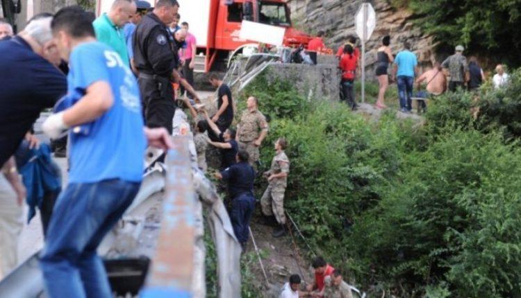 Gjashtë ukrainas vdesin në Poloni pasi autobusi i tyre ra në një kanal