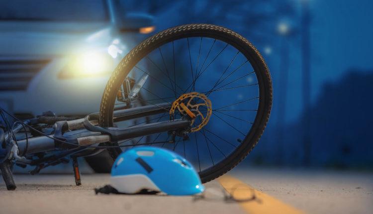 Kamioni përplas 65-vjeçarin që po udhëtonte me biçikletë
