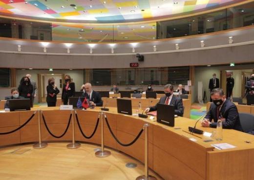 Rama kritika BE-së nga Bruskeli për vaksinat anti-Covid: U lamë mënjanë