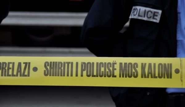 Të shtëna me armë zjarr në Pejë, plagoset një person