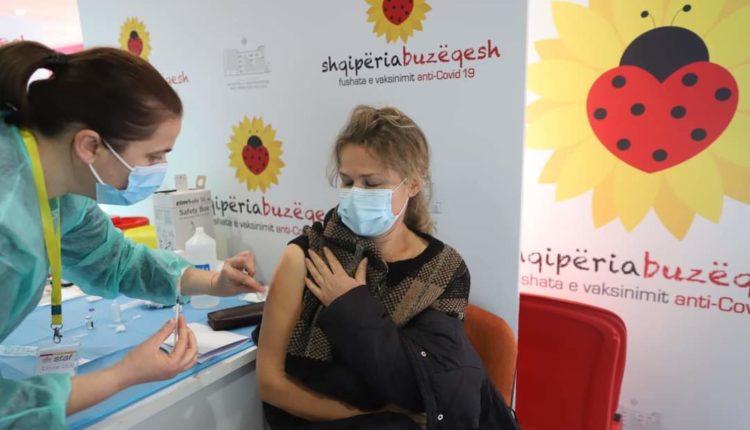 Shqipëri: Mbi 300 mijë qytetarë kanë marrë të dy dozat e vaksinës anti-COVID